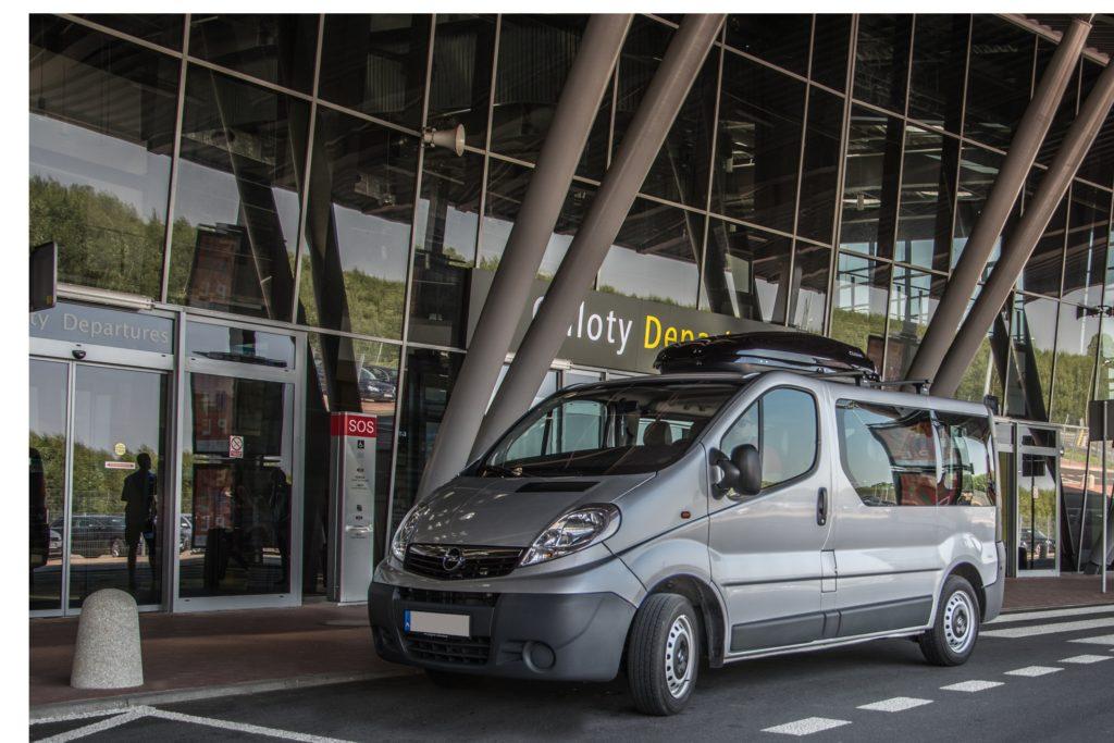Wynajem busa – komfortowy transport zbiorowy