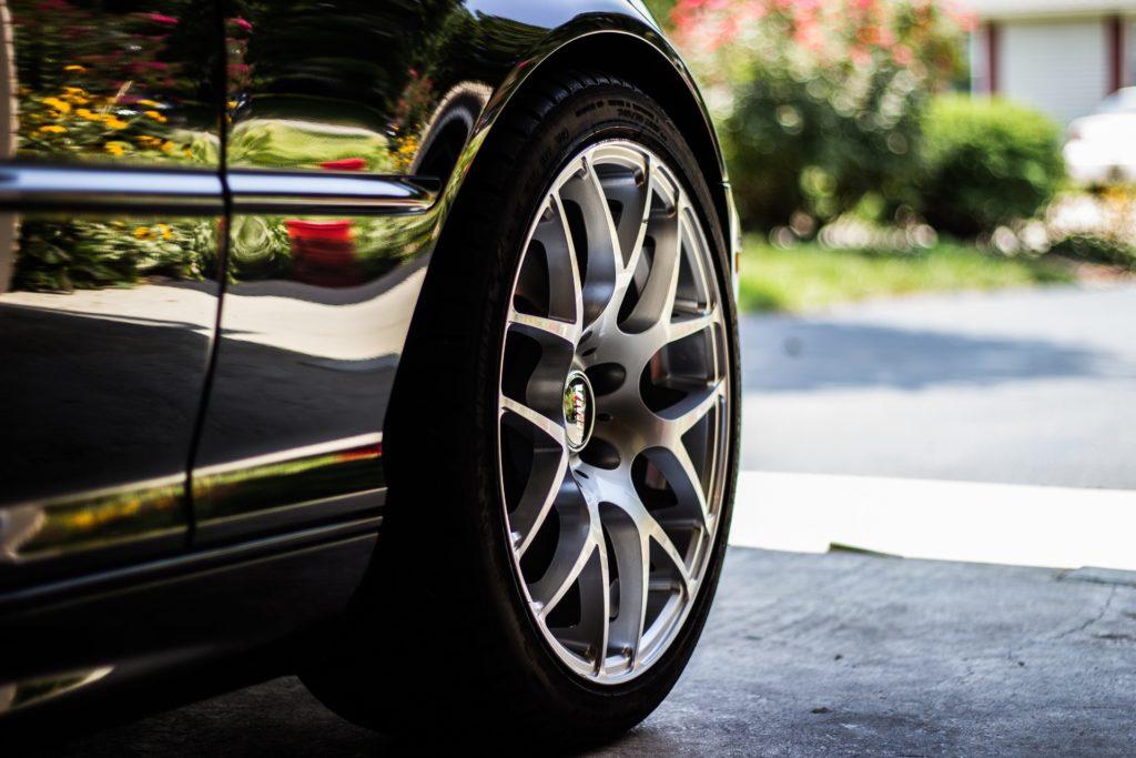 Opony Premium – poznaj ich najważniejsze zalety