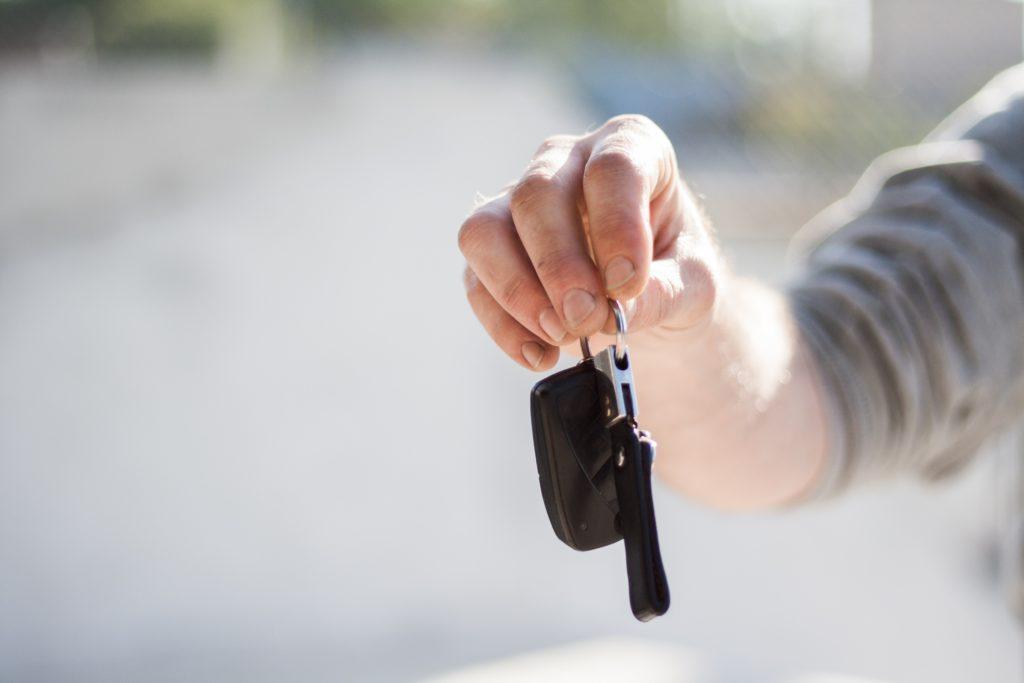 Wynajmowanie auta na minuty – czy się opłaca?
